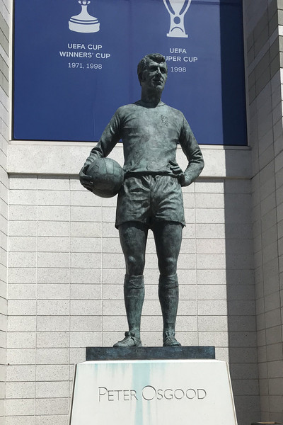 Statue of Peter Osgood at Stamford Bridge